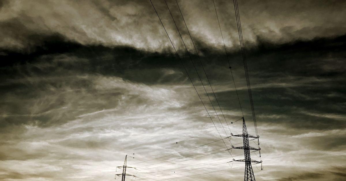 Ни поесть приготовить, ни телефон зарядить: жители Вышгородского района остались без электроэнергии