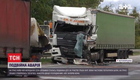 """В результате двух аварий движение по трассе """"Киев-Чоп"""" до сих пор затруднено"""