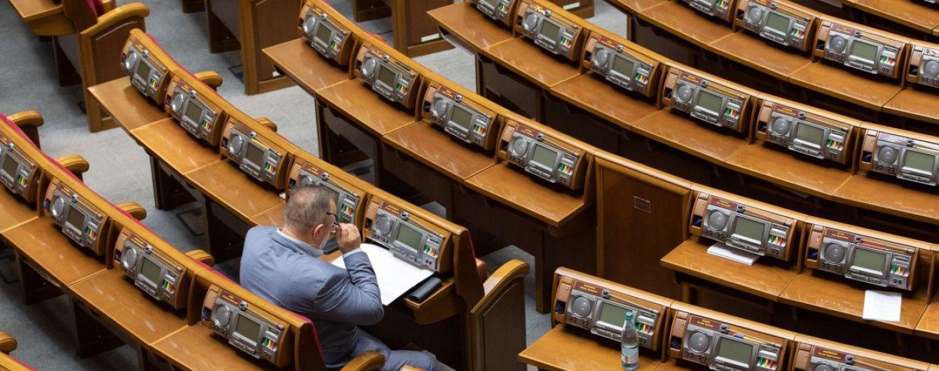 """""""Із сумом дивлюся на залу"""": Стефанчук розкритикував нардепів, які наприкінці тижня """"тікають"""" із засідання"""
