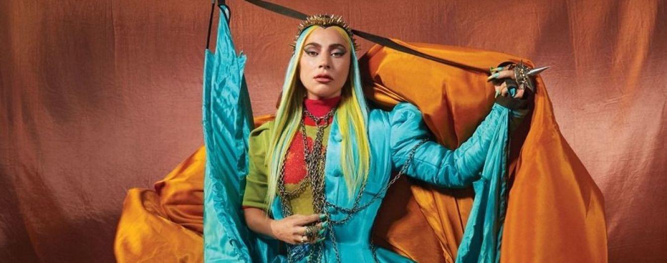 Платье от Valentino, маска на глазах и перчатки с когтями: Леди Гага удивила тремя разными образами
