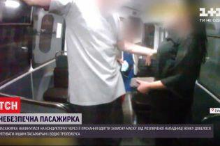 Пассажирка избила кондуктора троллейбуса, потому что не хотела надевать маску
