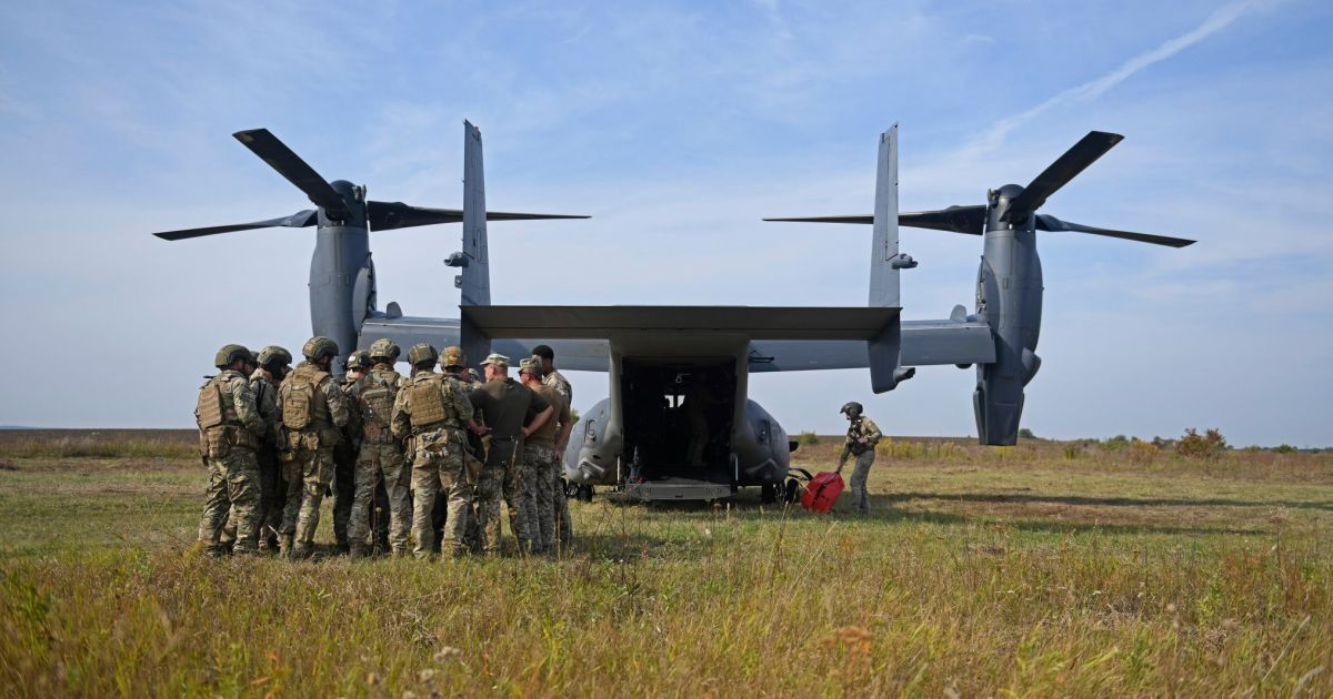 В Украину впервые в истории прилетел военный гибрид из США, готовый высадить десант над Москвой