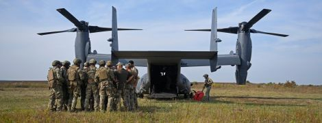 До України вперше в історії прилетів воєнний гібрид зі США, який готовий висадити десант над Москвою
