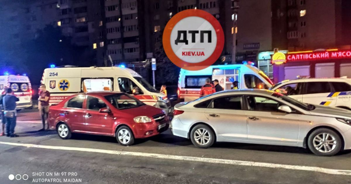 У Києві сталася потрійна ДТП на бульварі Дружби народів: є потерпілі