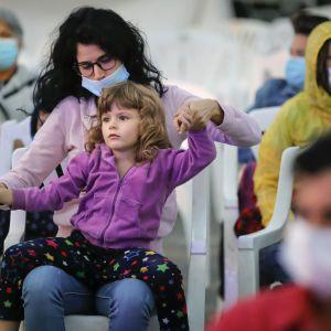 Коронавирус не утихает: смерти обнаружили в 16 регионах, меньше десяти случаев заражения — лишь в одном