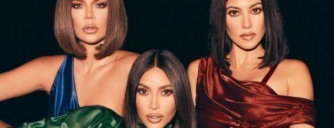 В стильных бикини и очках: Ким Кардашьян показала, как она с сестрами отдыхали на яхте