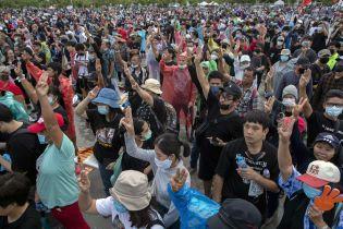 В Таиланде начались многотысячные антиправительственные акции протеста