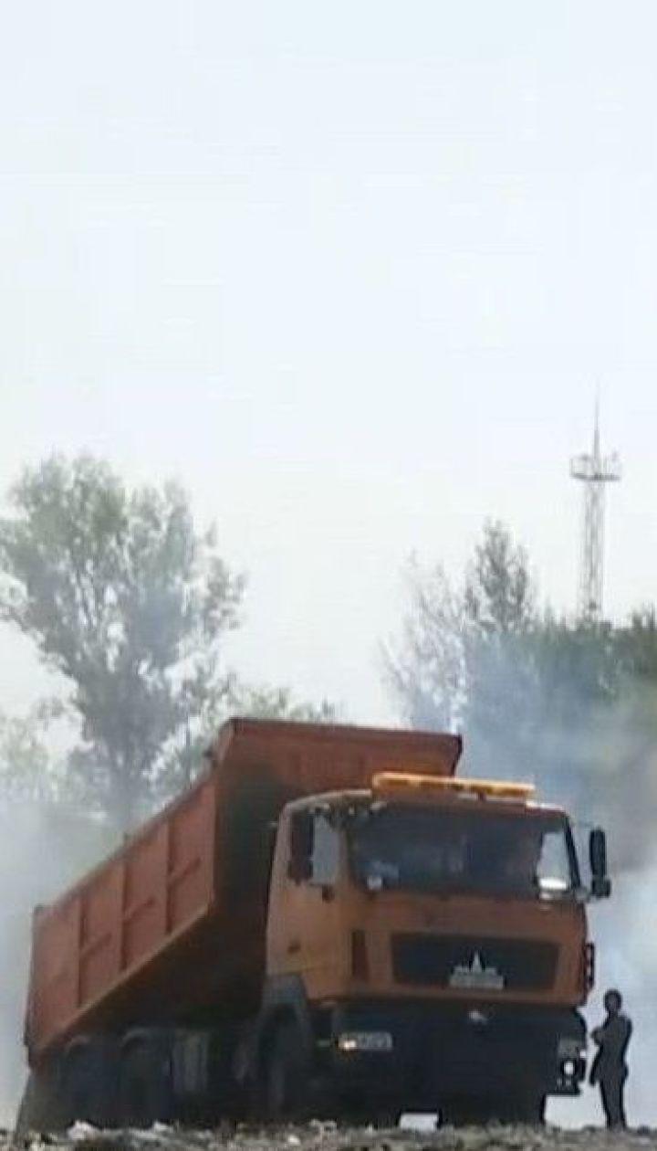 Задымленная столица: ночью на Левом берегу Киева загорелась свалка