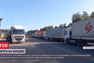 Три сотни грузовиков стоят в  очереди на границе с Беларусью