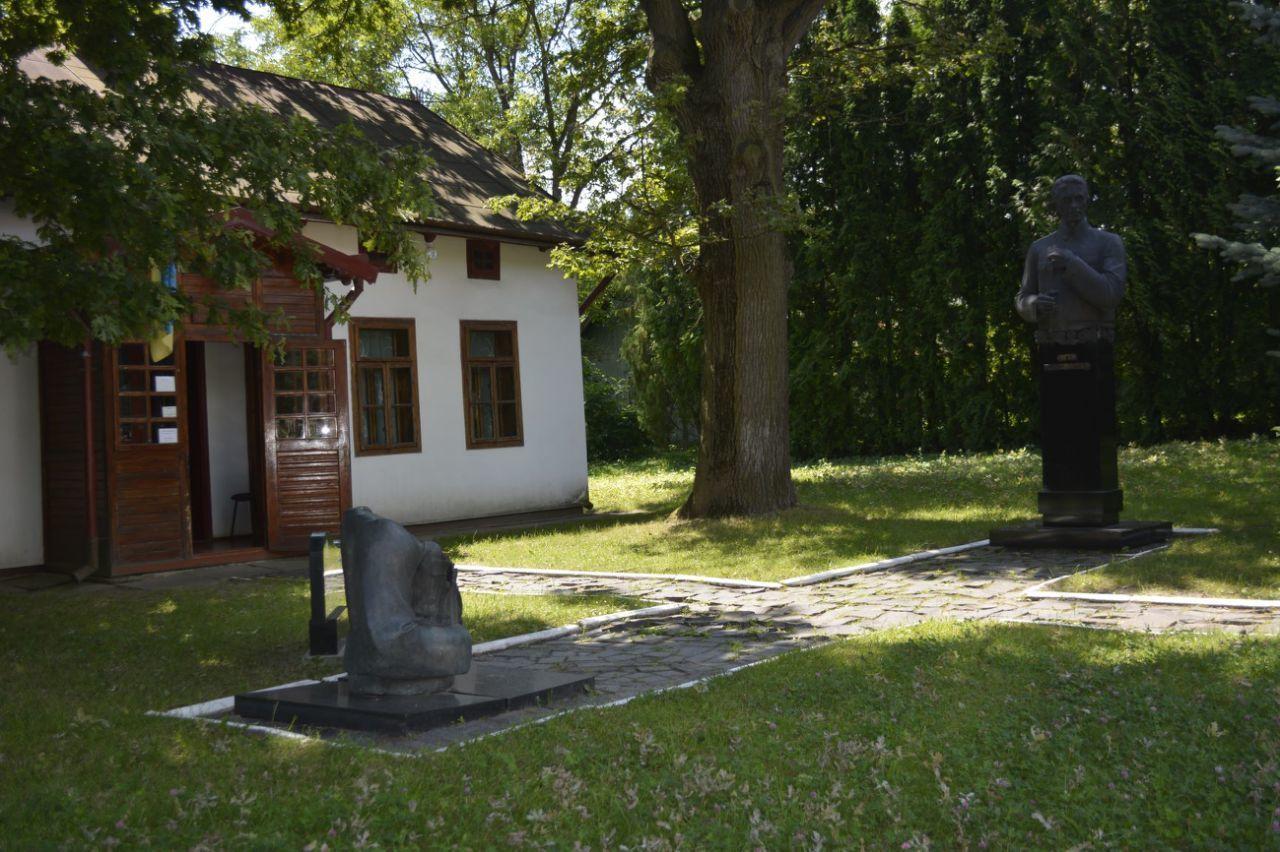 Історико-меморіальний музей Євгена Коновальця