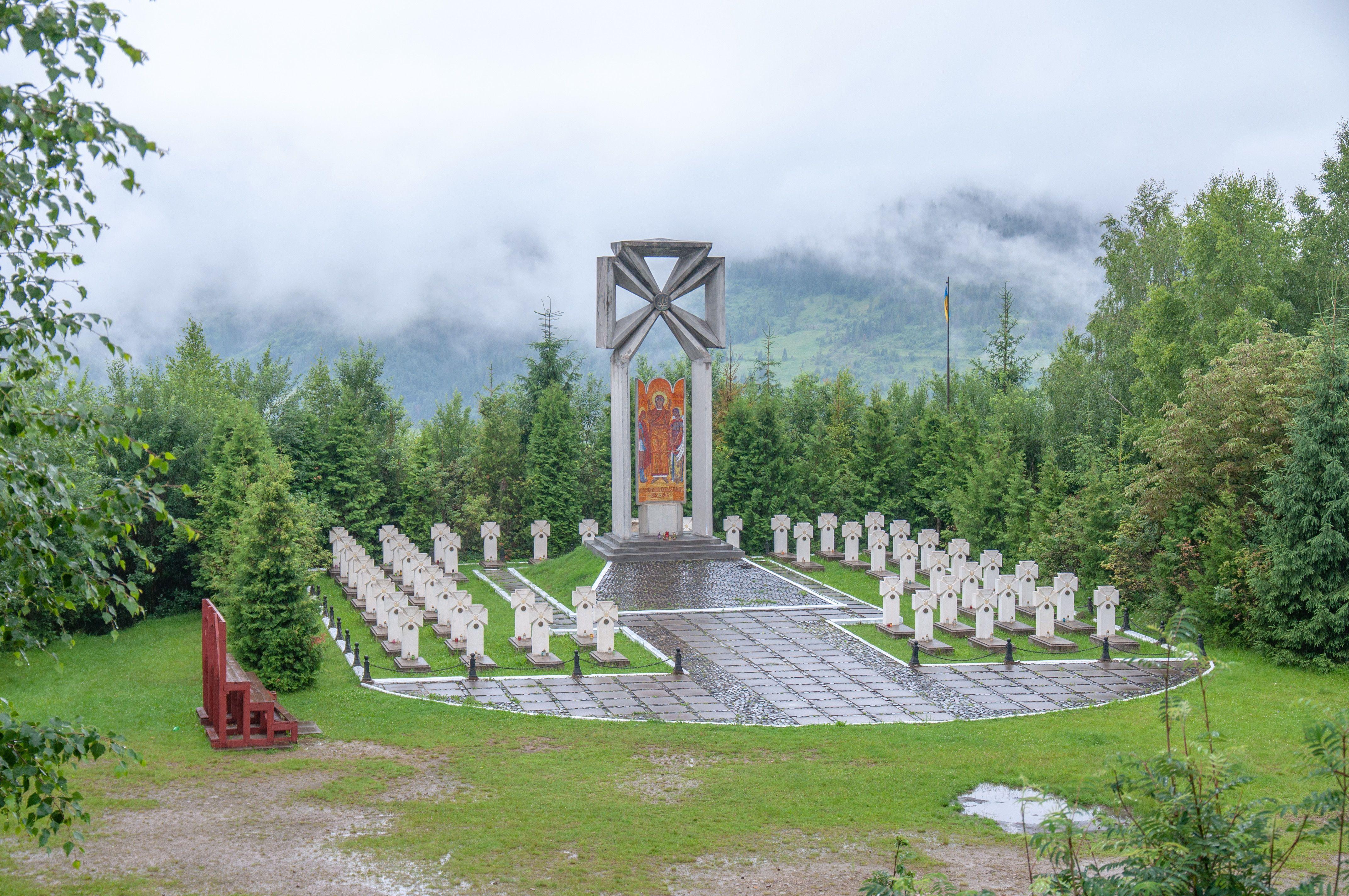 Меморіал на горі Маківка.