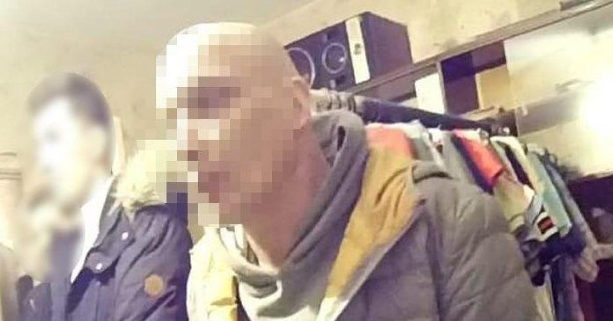 Показывал сцены зоофилии и склонял к сексу: в Киеве мужчина развращал 13-летних девочек