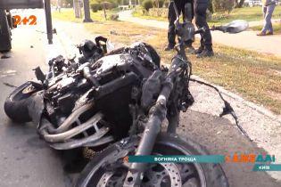 Мотоцикліст врізався у легковик та втік з місця ДТП
