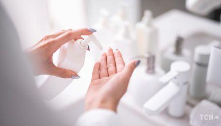 Мило, крем і дезінфектор: як доглядати за руками під час епідемії