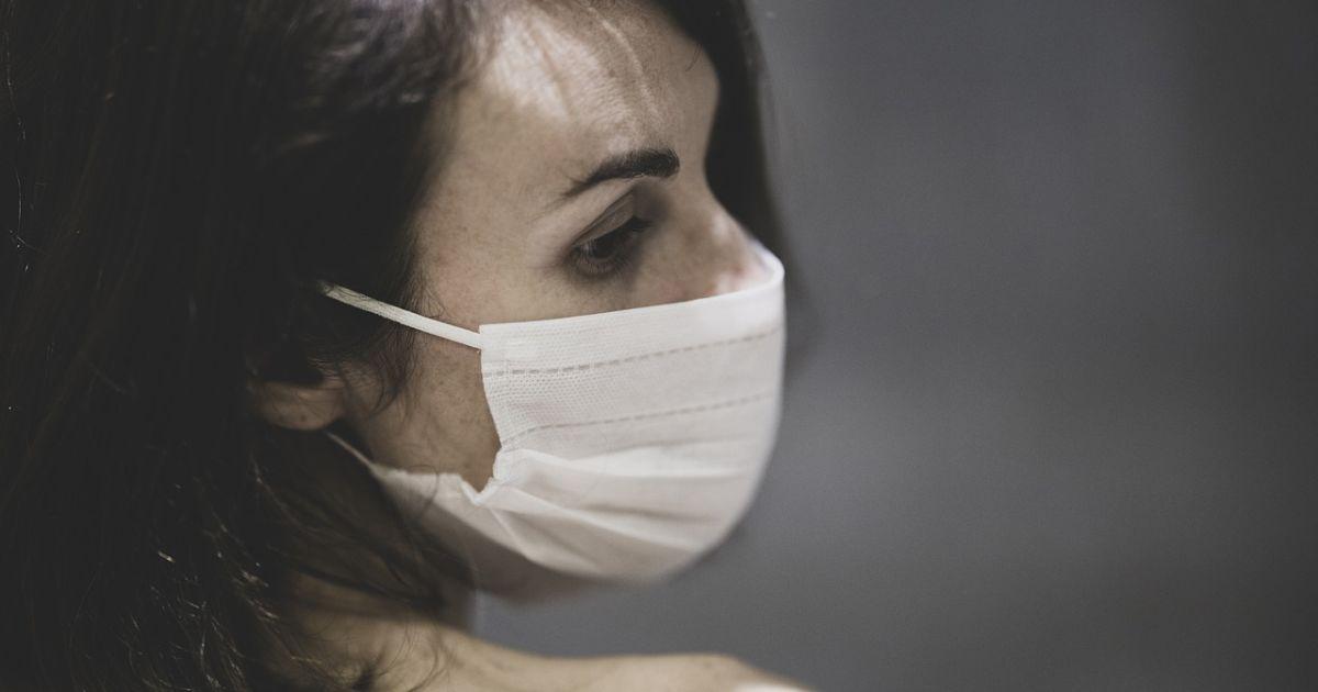 """""""Думала, що вдруге інфікуватися неможливо"""": медсестра з Львівської області каже, що знову підхопила коронавірус"""