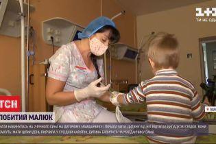 В Одесі на дитячому майданчику жінка жорстоко побила дворічного сина