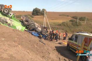 Маневри на дорозі: поблизу Хмельницька сталась аварія