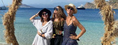 Катя Осадчая показала, как веселилась с подругами в Турции