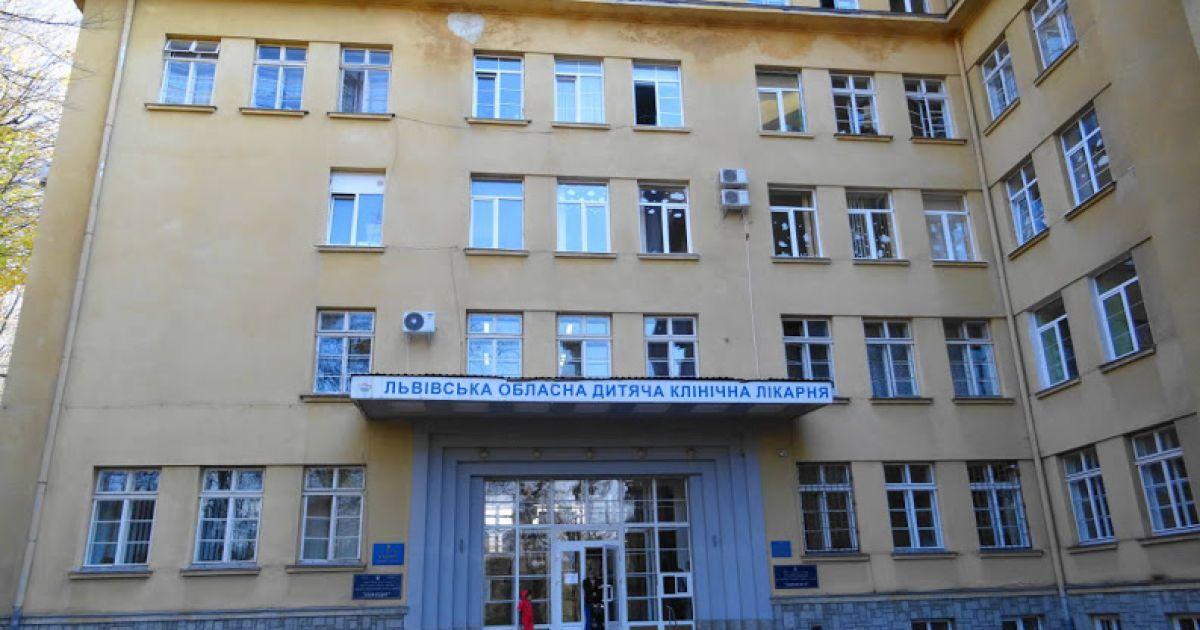 Во Львовской области девочка проглотила гвоздь, который застрял в бронхах: фото