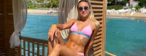 Сексуальна українська чемпіонка підкорила соцмережі спекотними знімками у новому купальнику
