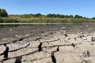 """Спецпроєкт """"Пий до дна"""": як в Україні зникає вода та скільки може коштувати її імпорт та опріснення"""