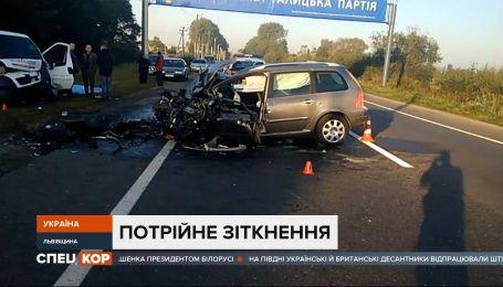 Во Львовской области в селе Бартатов произошло тройное столкновение – два человека погибли