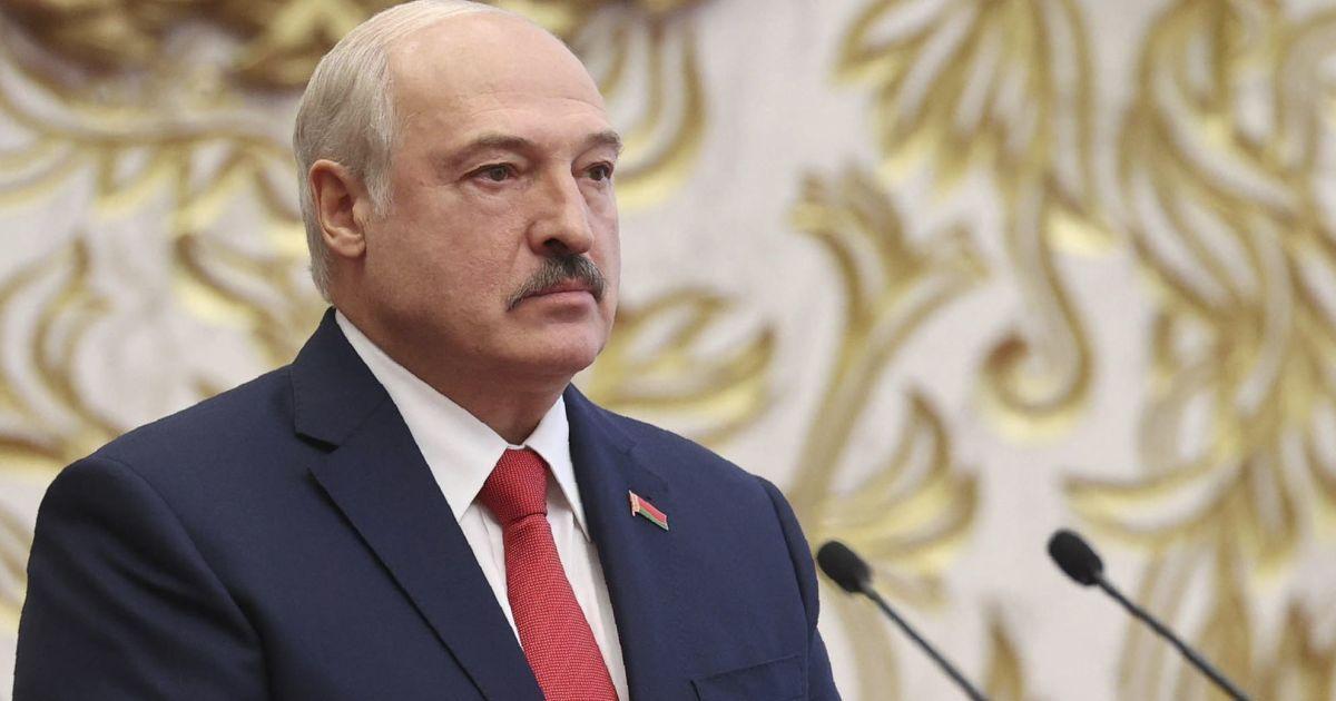 """""""Є єдиний шлях"""": Лукашенко не виключає своє відсторонення від влади"""