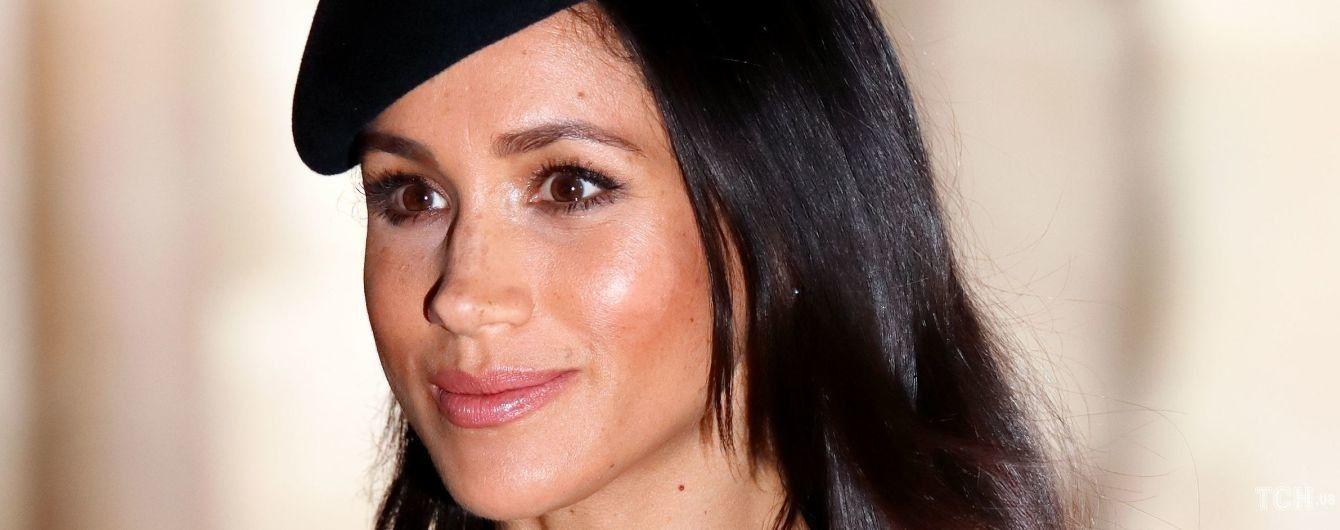 У капелюсі і з насиченим макіяжем: герцогиня Сассекська з'явилася на обкладинці глянцю