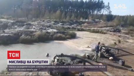 Вибухи, постріли та димова завіса: як СБУ викрили нелегальних бурштинокопачів у Рівненській області