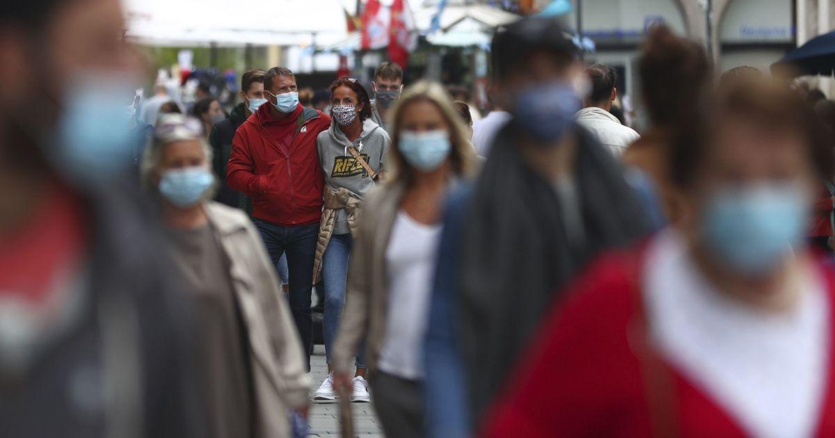Щотижня приблизно два мільйони осіб заражаються коронавірусом у світі - ВООЗ
