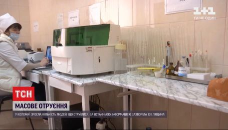 У Коломиї 44 людини ушпитали через отруєння сосисками
