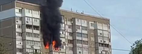 У Києві на Троєщині горить багатоповерхівка