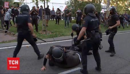 В Испании несколько десятков человек подрались с полицией из-за карантина