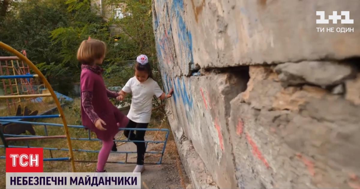 Торчащие гвозди, арматура и дырявые горки: в Киеве каждая пятая площадка требует замены или ремонта