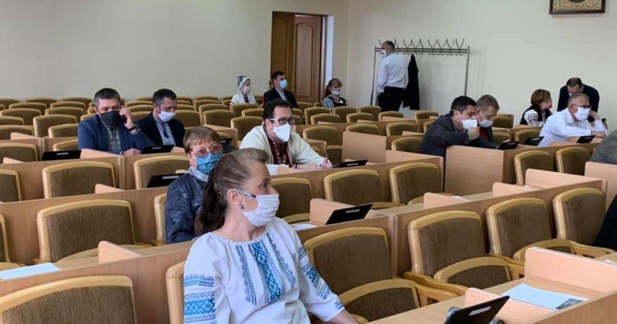 15 працівників злягли з пневмоніями: у міській раді Червонограда виявили спалах коронавірусу
