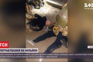 З погонею, тараном та стріляниною - так у Дніпрі затримували банду грабіжників