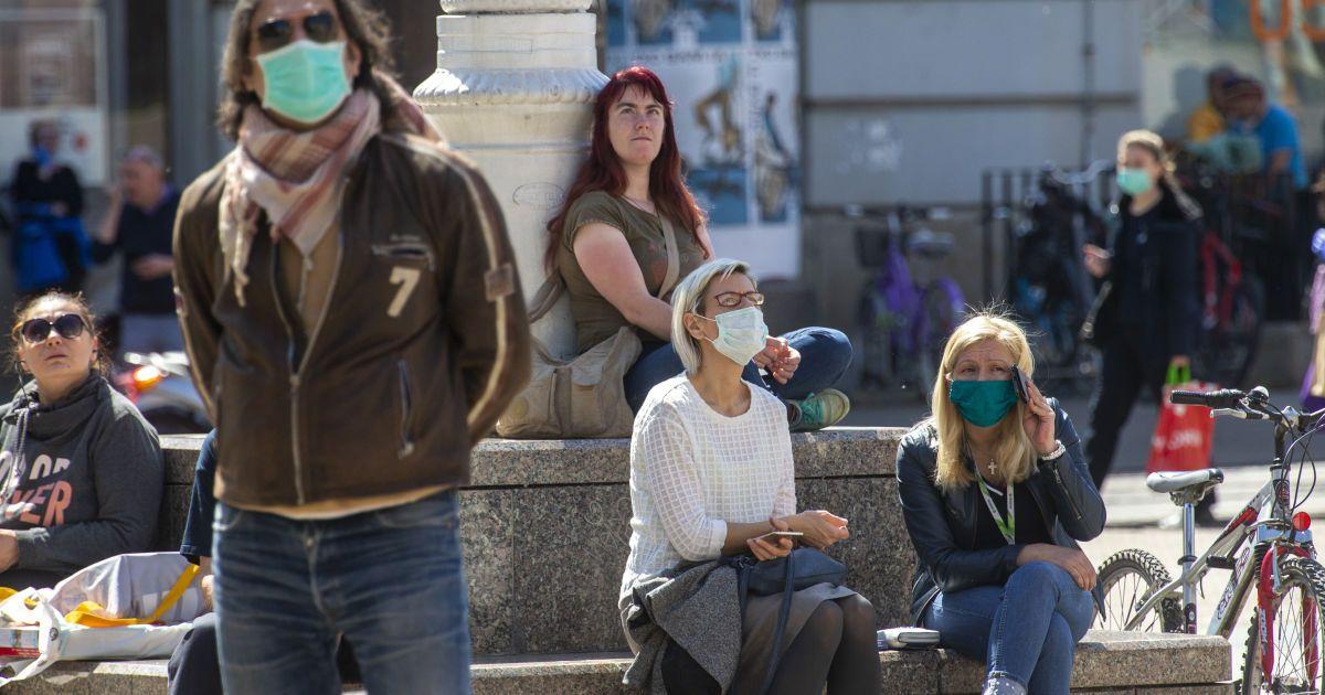 Нові спалахи коронавірусу охопили країни Європи