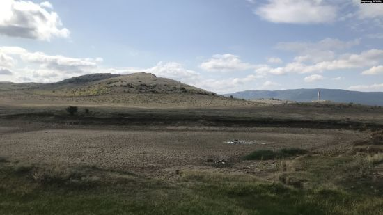 Полуостров засыхает: в Крыму полностью исчезла вода в очередных реке и пруду