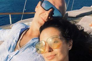 Поплавали на яхте: Настя Каменских показала, как отдыхала с мужем