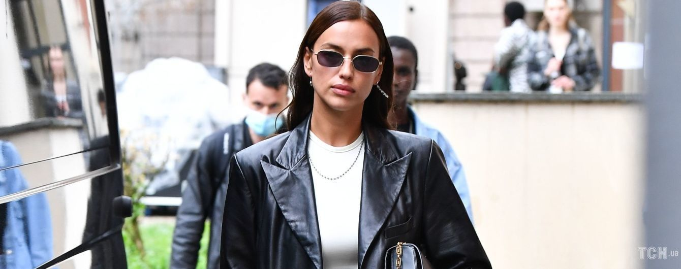 Эффектная Ирина Шейк продефилировала на шоу Versace в Милане