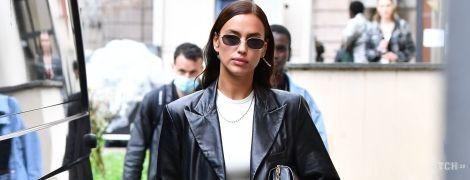 Ефектна Ірина Шейк продефілювала на шоу Versace в Мілані