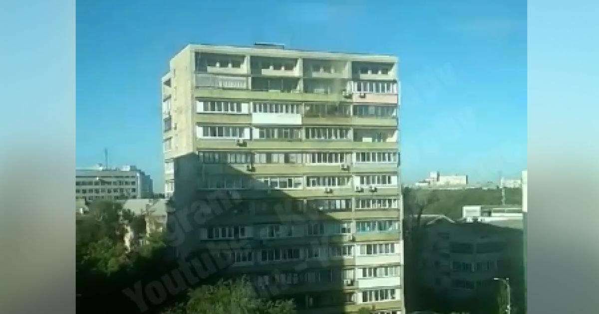 У Києві спалахнула  багатоповерхівка: очевидці опублікували відео