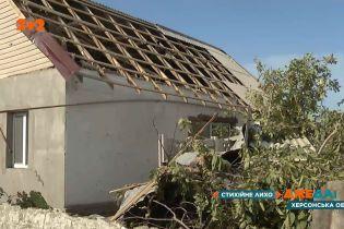 Смерч зірвав дахи щонайменше з 300 будинків у Великій Олександрівці Херсонської області