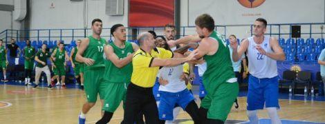 Баскетбольний матч в Одесі завершився масовою бійкою, гравця відправили до лікарні