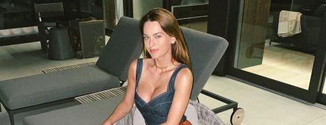 Гаряча мама: Олеся Стефанко в екстремально короткій шкіряній спідниці вийшла в місто