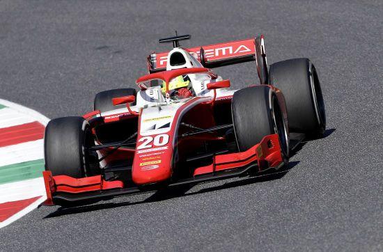 """Сын Михаэля Шумахера повторил знаменитый маневр своего отца на Гран-при """"Формулы-2"""""""