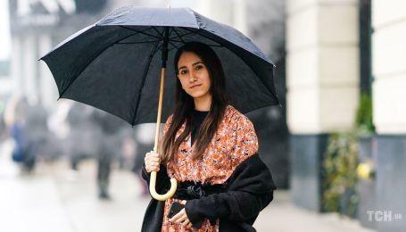 Осенние тренды: стильные образы для дождливой погоды