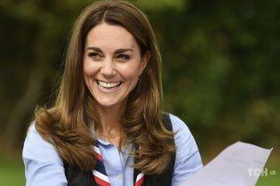У джинсах-скіні і блакитній сорочці: герцогиня Кембриджська зустрілася зі скаутами