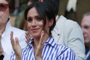 Похожее уже видели: герцогиня Меган появилась на публике в экологичной недорогой рубашке
