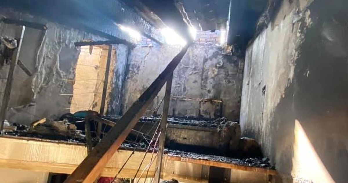 Згорів дах і п'ять квартир: дощ заливає постраждалий від пожежі будинок на Софіївській Борщагівці